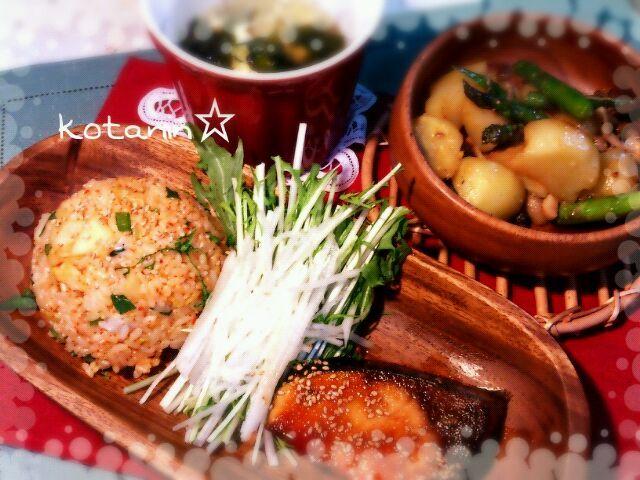今日はお米食べる日にしましたぁ \(^o^)/ガッツリと(笑)!! めちゃくちゃお腹いっぱいになりま した(*^^*)ご馳走様でしたぁ☆ - 84件のもぐもぐ - キムチ炒飯・ブリのピリ辛照り焼き・じゃがいも&アスパラきのこの味噌炒め・長ネギワカメの卵スープ by kotanin