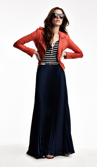 .: Pleated Maxis Skirts, Red Leather Jackets, Modest Dresses / Hijabs Style, Cities Chic, Long Skirts, Maxis Skirts Outfit, Maxis Skirts Stripes, Pleated Maxi Skirts, Pleated Skirts