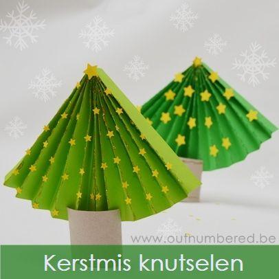 Als je op zoek bent naar een eenvoudige knutsel activiteit voor kerstmis, dan is deze papieren kerstboom zeker iets voor jou!  Om je eigen papieren kerstboom te maken, heb je het volgende nodig:  Een vel A4 papier, liefst gekleurd Een WC rolletje Een schaar Decoratie naar keuze (glitter, ...