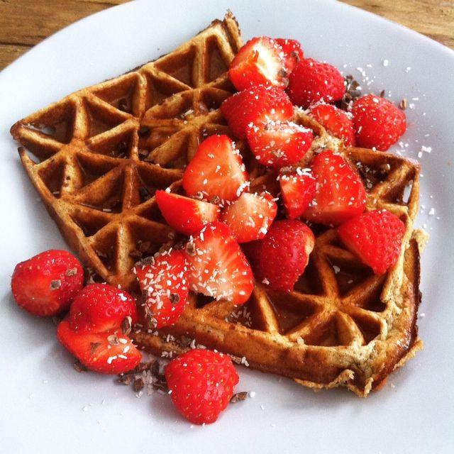 Heb je in de ochtend ook vaak even geen zin of tijd om een uitgebreid ontbijtje te maken. Dan is dit een perfecte oplossing! Gezonde wafels zonder meel. Je moet natuurlijk wel een wafelijzer hebben...