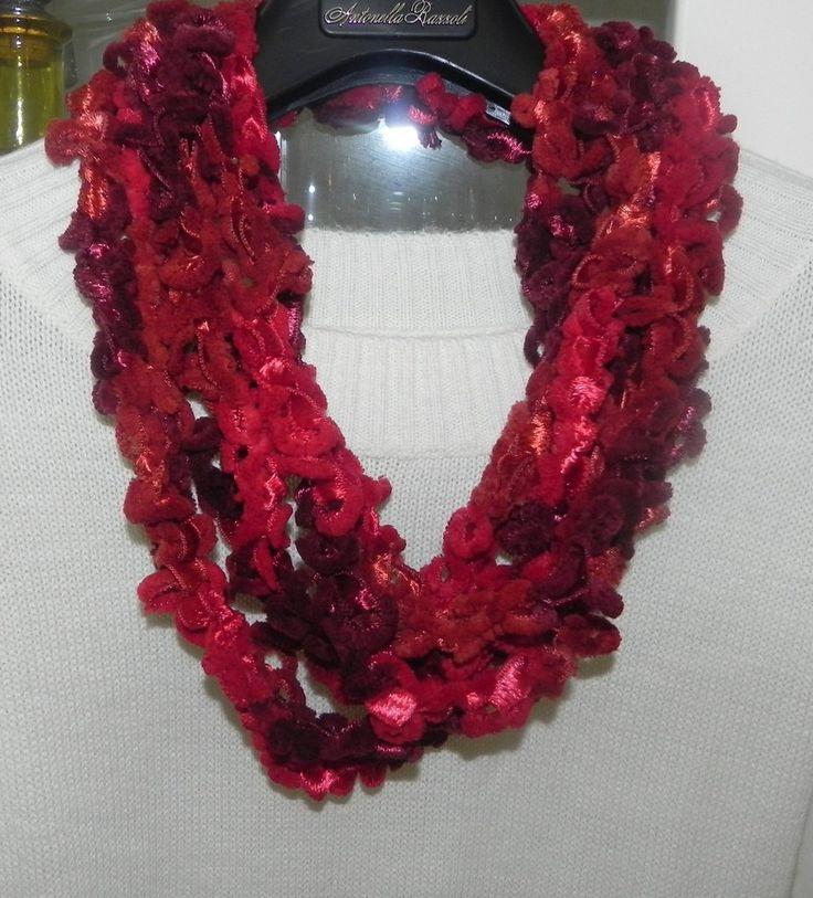 Sciarpa collana fatta a mano ad uncinetto in ciniglia toni del rosso, by Nuvola rossa, 8,50 € su misshobby.com
