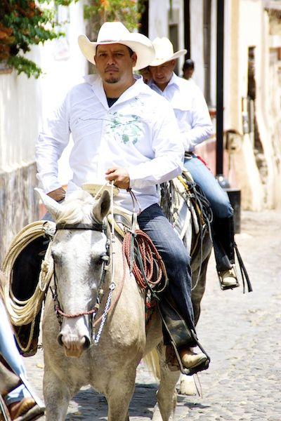 """Cavalgada"" organized for the first cultural festival in Malinalco"