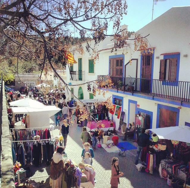 The sunday market in San Juan is a new find! I think it is my new favorite market on the island. Live music, not too busy & great products! I boughts jewelry, skin products & 100% argan oil.