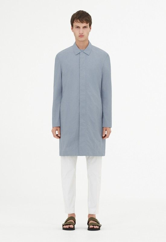 For the SS17 season, COS is moving forward with its tried-and-true approach to midrange minimalist closet essentials. Building upon elements of utility, functionality and crispness in the construction of their garments, the new SS17 collection sees the women's line arriving in a soft, faded tonal palette with elegant colors such as ivory, stone and slate. …