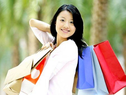 Hoby shopping makes people feel lonely, Shopping can be fun, it can even Become a hobby for some people, especially women. However, in addition to spending money, likes shopping it also can Affect a person psychologically.