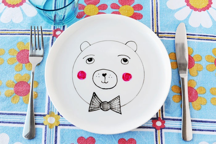 Cutest little bear ever! Going to make this with my ceramic markers this weekend - BoristheBearPlate
