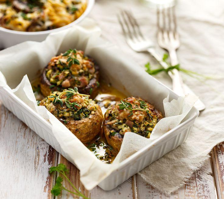 Een overheerlijke gevulde champignons, die maak je met dit recept. Smakelijk!