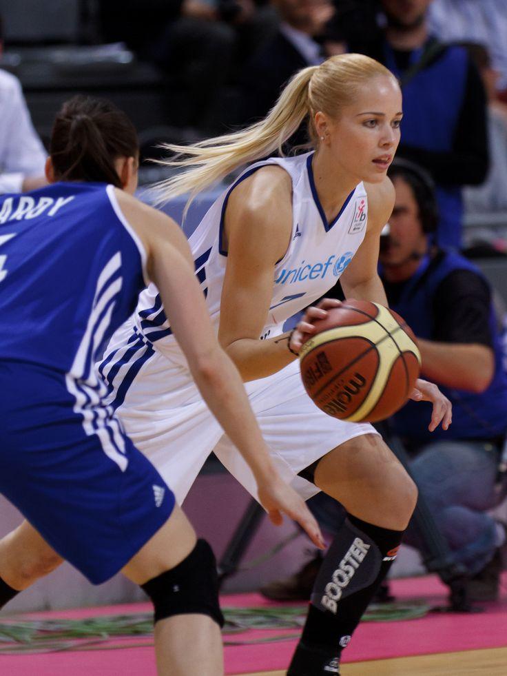 Women basketball players-4493