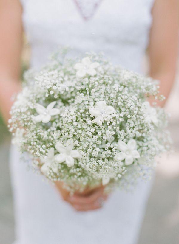<3 BABY´S BREATH and STEPHANOTIS - Megan & David | Blue and White Wedding in Savannah captured by Nina Mullins - via snippetandink