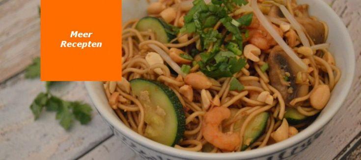 Noedels met garnalen; De garnalen in deze pittig gekruide noedels laten zich ook prima vervangen door blokjes kipfilet of tofu.