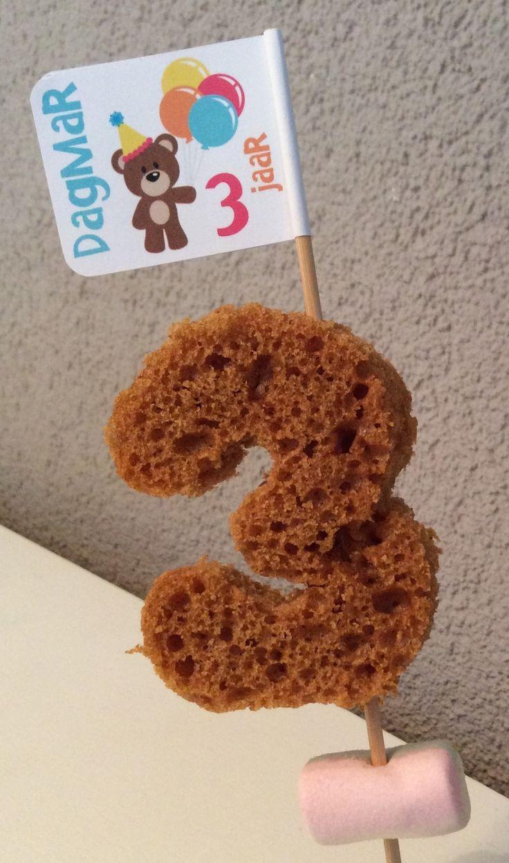 Vorige week werd mijn jongste dochter 3. Tijd voor kadootjes, taart, slingers en natuurlijk een traktatie!