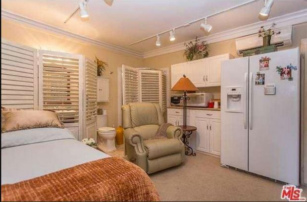 Dolly Parton Home For Sale - Dolly Parton Bedroom - Good Housekeeping