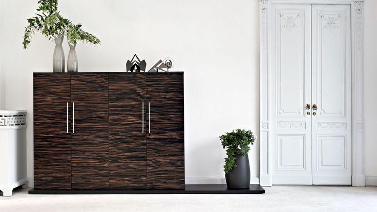 Aktenschrank Büroschrank Schrankwand mit starkem überstehenden Schranksockel in schwarz Schrankwand Design-Aktenschränke in Holzdekor die passende Verbindung zu Ihrem Chefschreibtisch Call Me