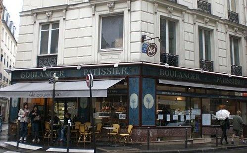 Aki: gros coup de coeur pour la pâtisserie franco-japonaise rue Sainte-Anne. Je vous conseille un thé matcha au lait avec un mille-feuille au thé vert. DeLiCious. Plats take-away aussi: excellent rapport qualité/prix