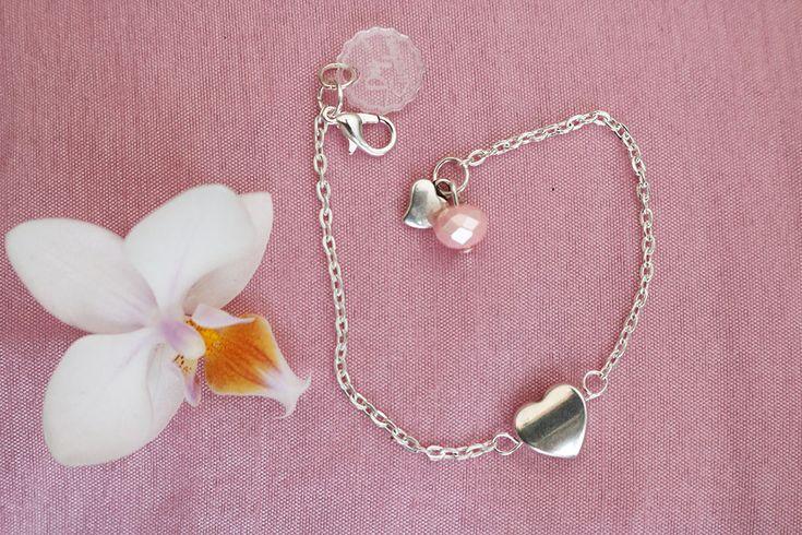 Hjärtarmband Till Alla Hjärtans Dag känns det extra kul att göra smycken! Smycken med hjärtan är så fint, och passar alla dagar på året....