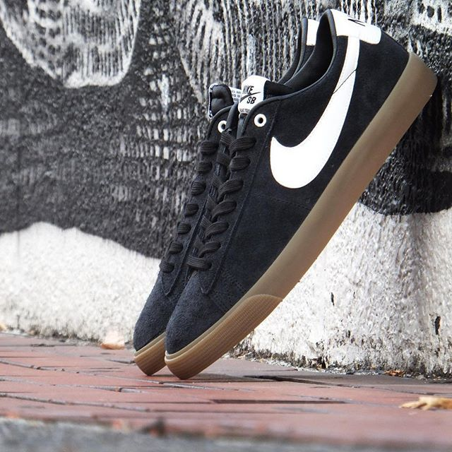 nike blazer all black low type