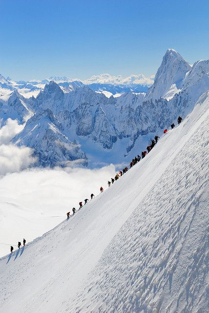Morning rush at Aiguille du Midi, France (by nickphotos).