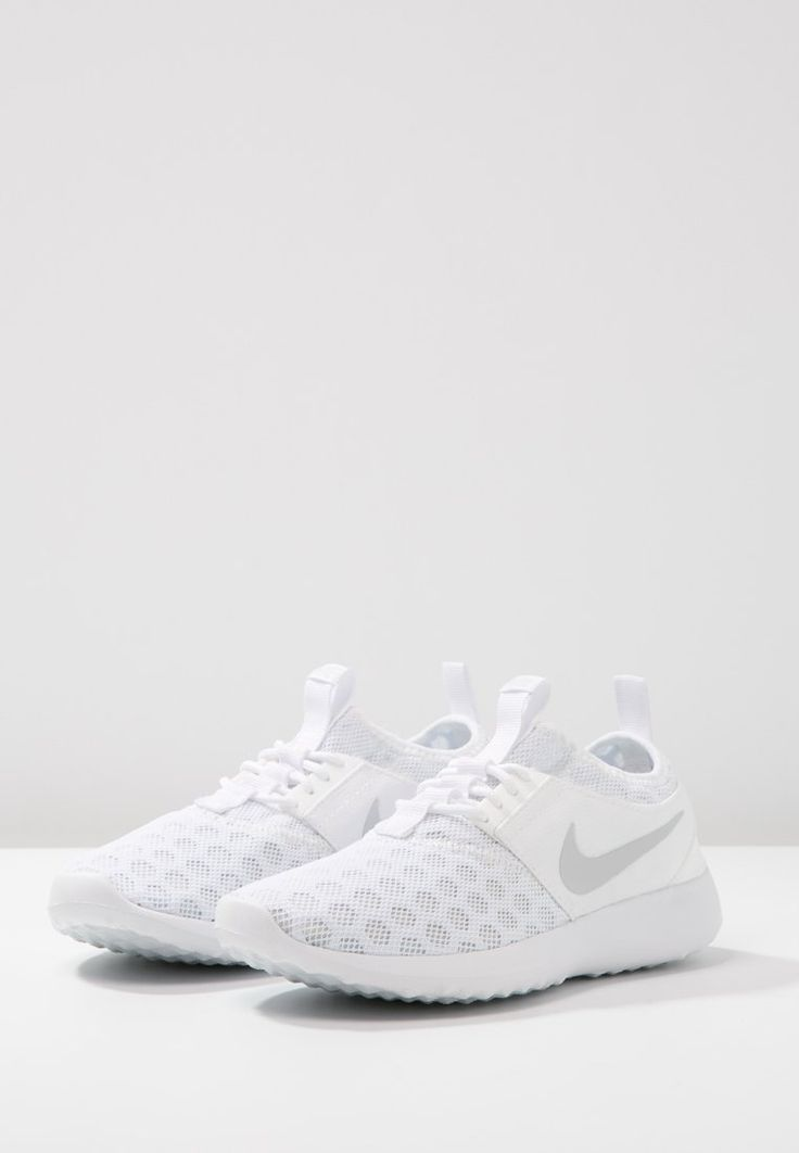 Nike Sportswear JUVENATE - Trainers - white/pure platinum - Zalando.co.uk