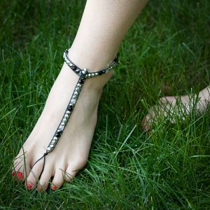foot-thong barefoot sandals beaded- Great idea, how creative to incorporate a wrap type style into a different accessory.  Never seen this before. Tutorial