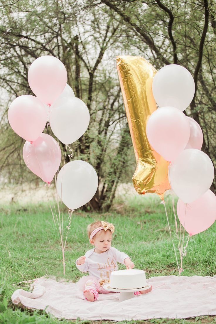 little girl 1st birthday cake smash outdoors!  photos by: Stesha Jordan Photography