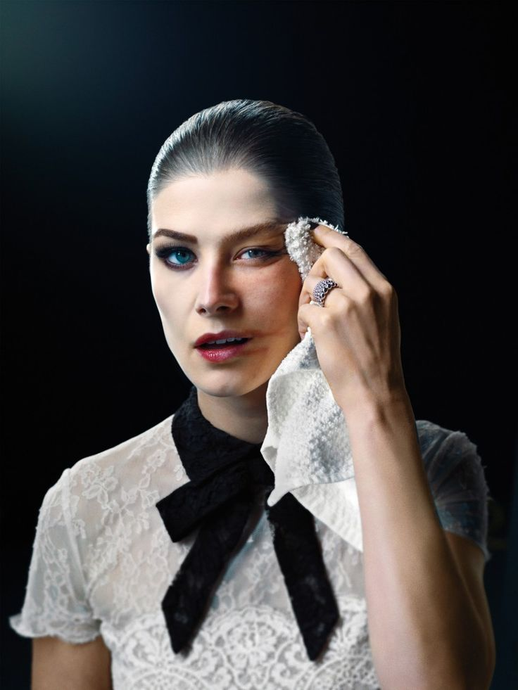 David Fincher cast Rosamund Pike for the leading role in 