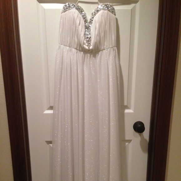 White glitter prom dress White glitter prom dress. Sweetheart too with gems. Small train in back Dresses Prom