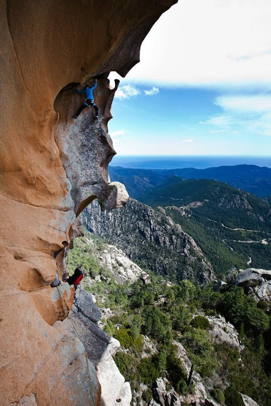 Welcome in Delicatessen, the famous route established by the Frenchmen Arnaud Petit and Stéphane Husson in 1992 on Punta d'u Corbu at Col de la Bavella in Corsica. Photo : Klaus Dell'Orto