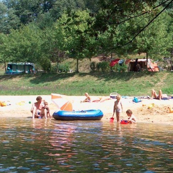 Camping La Chatonnière   kleine camping Dordogne