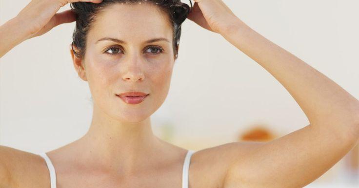 El shampoo adecuado para tu tipo de cabello. El champú es un producto que no solamente sirve para mantener limpia la cabeza, sino que también actúa sobre la composición del cabello generando diferentes efectos. Si tu pelo muestra señales de deterioro y falta de vitalidad, pese a que te bañas frecuentemente con champú, puede ser que estés utilizando un artículo inadecuado para tu tipo de ...