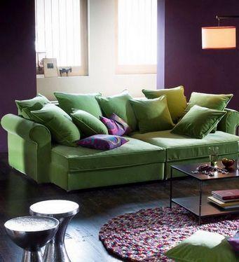 План «Комбинированный». Цветной диван вводится в интерьер другого цвета. Это тот случай, когда на фоне красных стен может стоять синий диван, а на фоне зеленых — оранжевый.