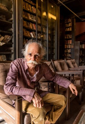 Ashok Shahane spent his life producing spaces where literature can dwell, producing ripple effects in class-and-caste politics across Maharashtra. | http://www.caravanmagazine.in/reviews-essays/ashok-shahane-deep-imprint-modernist-indian-literature