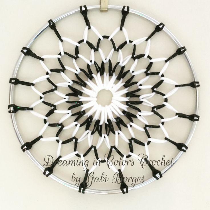 Black and White Mandala made with rubber bands. Mandala preta e branca feita com bandas elásticas #dreamingincolors #dreamcatcher #crochet #blackandwhite #pretoebranco  #p&b #b&w #pb #bw #art #arte #handmade  #artesanato #craft #stjohns #newfoundland #stjohnsnl #yyt #canada