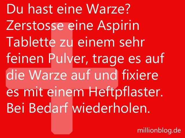 Du hast eine Warze? Zerstosse eine Aspirin Tablette zu einem sehr feinen Pulver, trage es auf die Warze auf und fixiere es mit einem Heftpflaster. Bei Bedarf wiederholen.