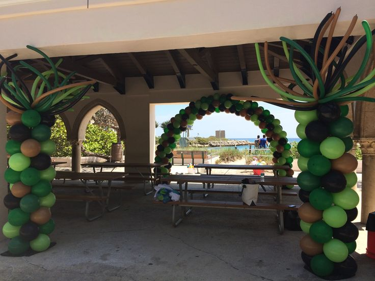 Army theme balloon arch and army theme party ideas www.dreamarkevents.com