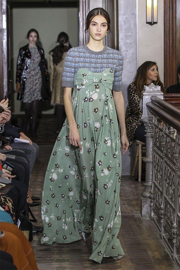 Bastante chemise, florais inclusive em efeito 3D, pijama, bustiê por cima do look.