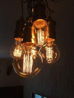 Laat de gloeilampen tot hun recht komen met clusterhanglamp Starkey.