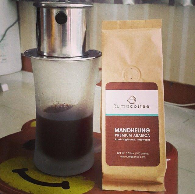 Our Mandheling coffee taken by @michkelz Have a great Monday everyone! #rumacoffee #coffee #coffeebeans #roastedbean #kopi #coffeetime #coffeeaddict #coffeelover #cafe #coffeelovers #coffeeporn #coffeegram #coffeelife #coffeesesh #coffiesta #coffeegeek #vsco #vscofood #coffeeshop #foodgram #instafood #instafoodie #anakkopi #anakkupi #hobikopi #caffeine #manualbrew #coffeeholic #coffeesnob #mandheling