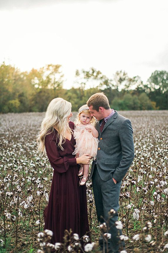 Family session outfit inspiration. Loving the cotton field.