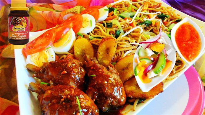 Surinaams eten – 5-Sterren Bami Trafasie (bami met drumsticks, gebakken banaan, paksoi en taugé)