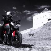 Het land van Dracula. En van de meest spectaculaire bergweg ter wereld, als we de mannen van Top Gear mogen geloven. We rijden door de Karpaten in het spoor van de graaf met de lange tanden en de Britse autogekken.