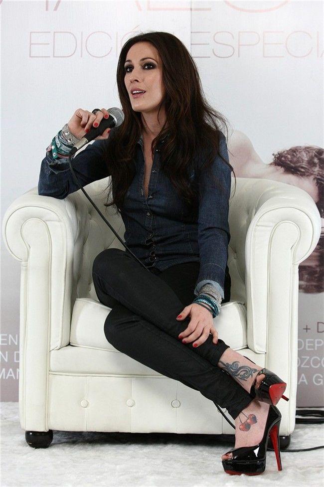 "Malú (born María Lucía Sánchez Benítez; 1982) is a Spanish singer. The Madrid-born singer is the niece of the famous flamenco composer and guitarist Paco de Lucía and is known for songs such as ""Aprendiz"", ""Como Una Flor"", ""Toda"", ""Diles"", ""Si Estoy Loca"", and ""No Voy a Cambiar"". She has released 12 albums so far."