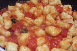 Gnocchi di patate con sugo di pomodorini... deliziosi! #gnocchi #gnocchidipatate