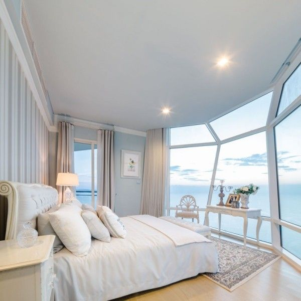 Luxury Beachfront Condo - In an example of the height of luxury, this capsule bedroom makes the lucky occupant feel as if they are drifting off to sleep on the deck of a luxury yacht, gazing out over the beautiful water (with none of the seasickness).
