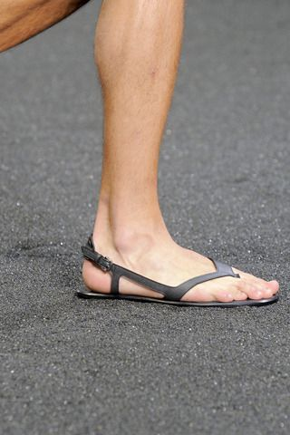 louis-vuitton-spring-summer-2010-footwear-4.jpg (320×480)