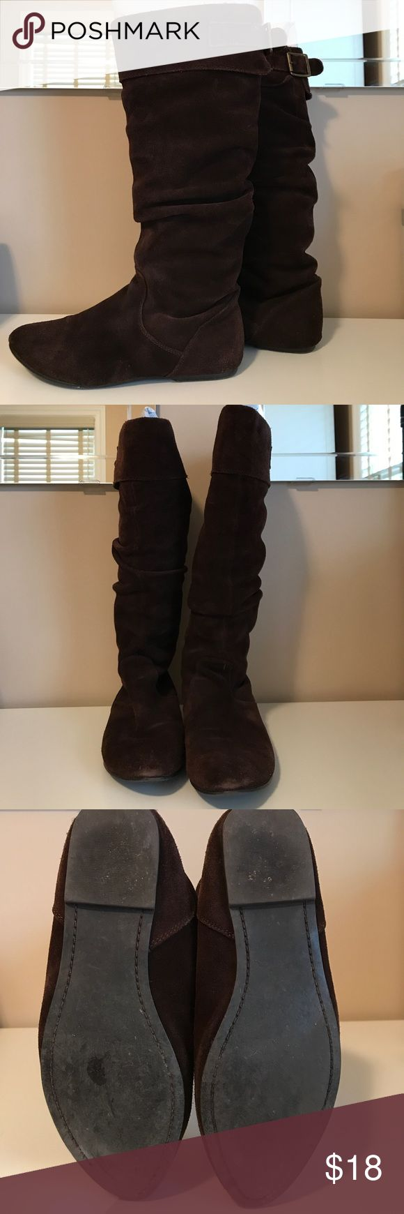 Steve Madden suede flat knee high boots Brown suede flat knee high boots. Bronze buckle accent on back. Pointed toe. Steve Madden Shoes Over the Knee Boots