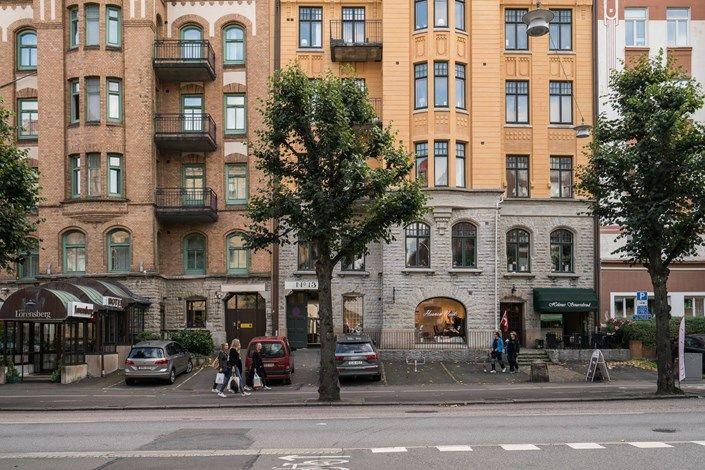 Lundin Fastighetsbyrå - 1:a Lorensberg  -  Yteffektiv etta med unik karaktär, sovloft & generös balkong