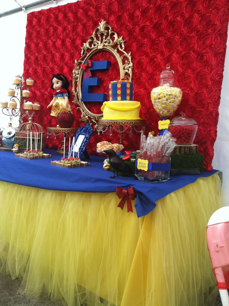 Snow white Dessert Table. I styled over the weekend. #snowhite #snowwhiteparty