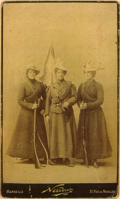 Boer (?) women photographed by Felix Nadar