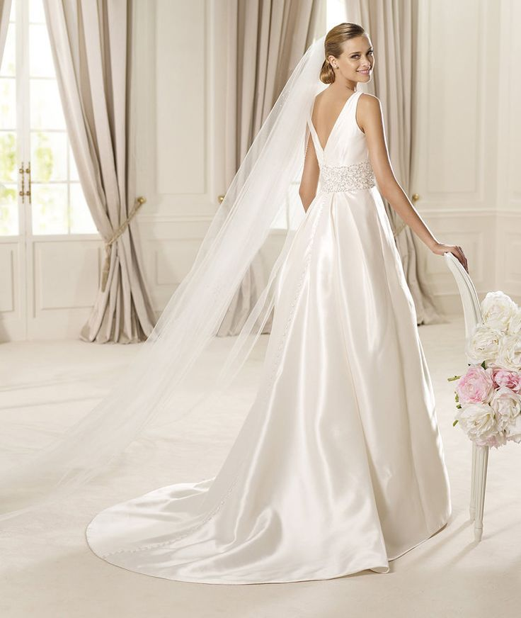Pronovias presents the Dallas bridal dress. Glamour 2013. | Pronovias