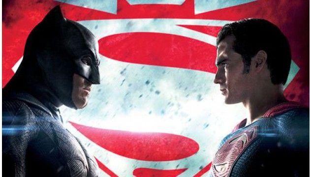 """LE PLUS. Prenez Batman et Superman dans le dernier film de Zach Snyder, où les deux super-héros s'opposent. Prenez maintenant deux philosophes célébrissimes pour leurs réflexions autour de la morale et de la justice : Artistote et Kant. Quels sont leurs points communs ? Qui gagne à la fin ? Les explications de Simon Merle, auteur de """"Super-héros et philo"""" (Bréal)."""